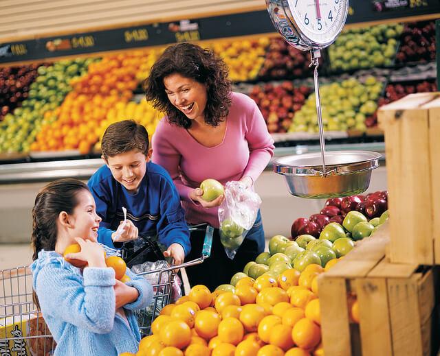 family choosing healthy diet foods